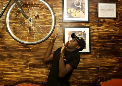 Wow! .... Check this pose out @myyas_cafe? Very Creative? .... Right?
